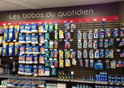 Solutions agencement pharmacie - broches, bras et barres de charge - Proexpace