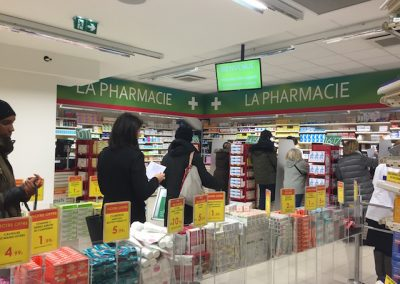 Solutions agencement pharmacie - file d'attente - Proexpace