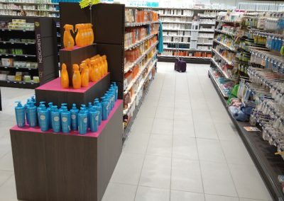 Solutions agencement pharmacie - table podium - Proexpace