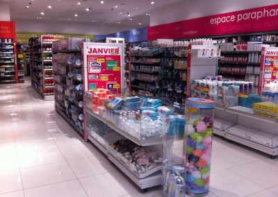 Solutions agencement pharmacie - table soldeur - Proexpace